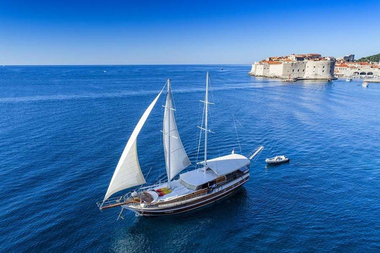 Allure Yacht Charter - Ritzy Charters