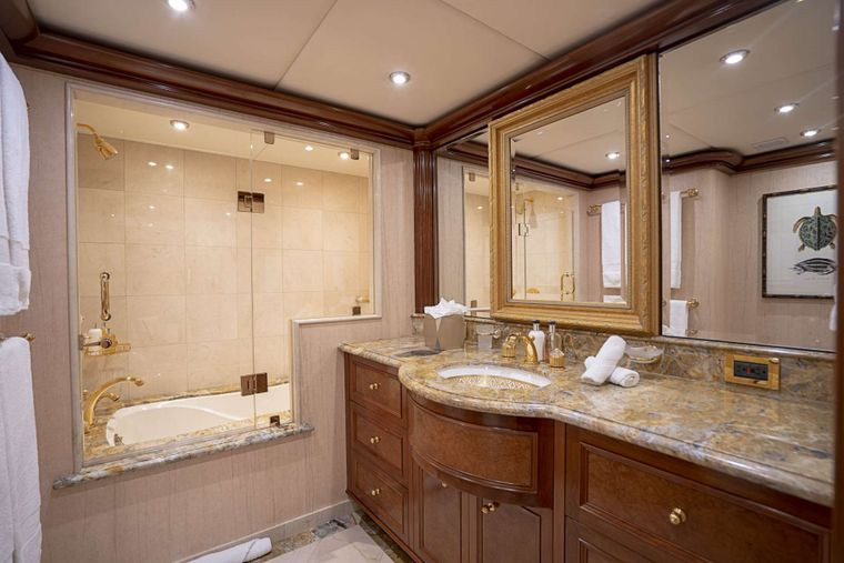AQUASITION Yacht Charter - King guest bath with tub & shower