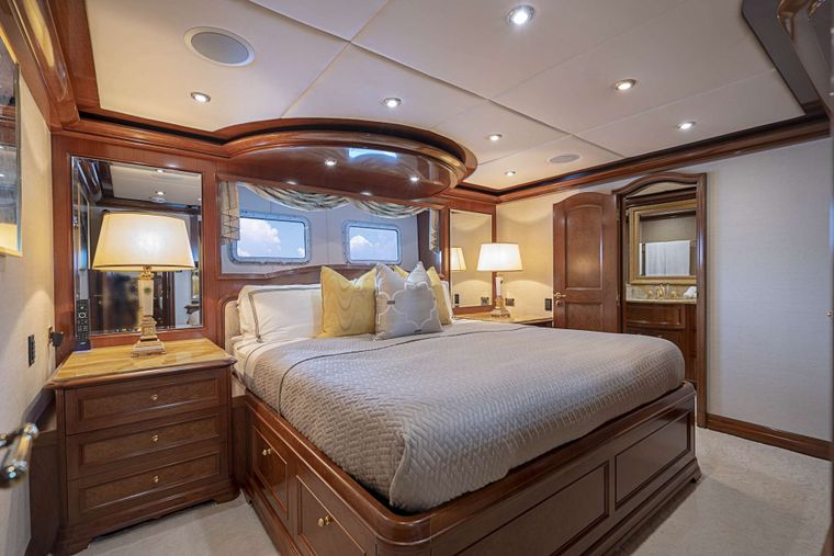 AQUASITION Yacht Charter - Guest Stateroom King
