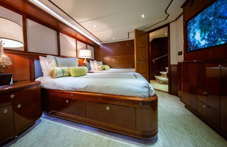 Just Enough Yacht Charter - Twin Cabin