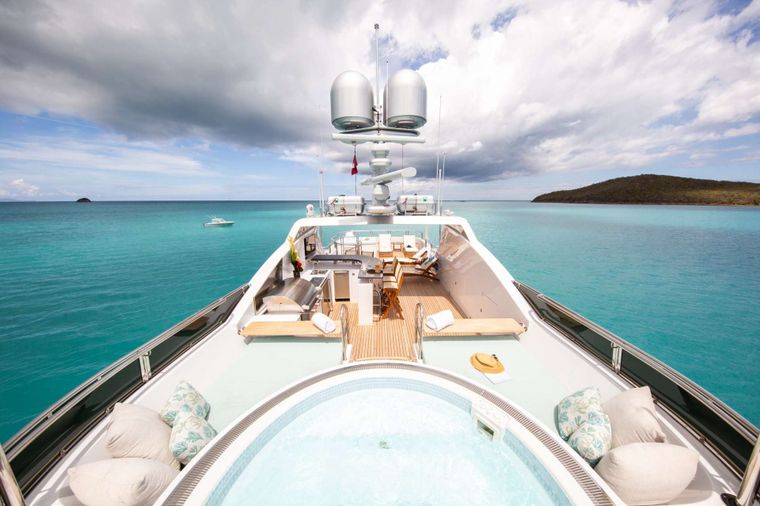 Just Enough Yacht Charter - Hot Tub- Sundeck