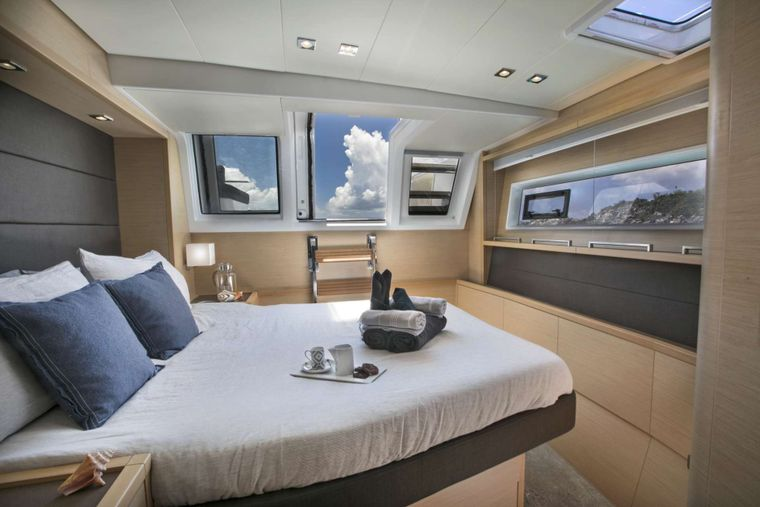 CALLISTA Yacht Charter - Bright and airy port aft guest cabin
