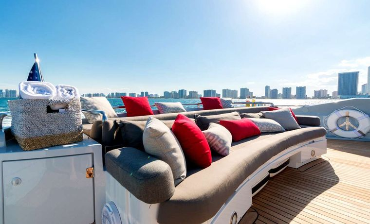 PRIVEE Yacht Charter - Exterior Seating