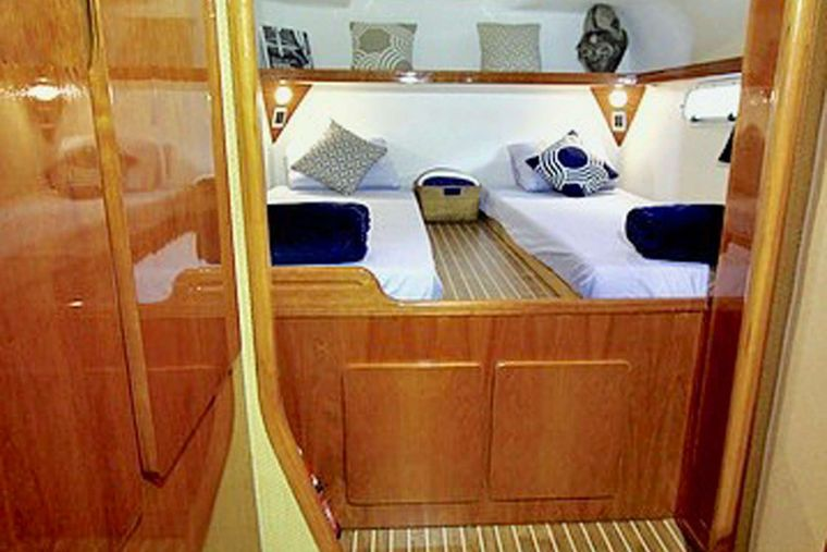 ISOLABLUE Yacht Charter - Queen berth converts to Single berths - Port Aft