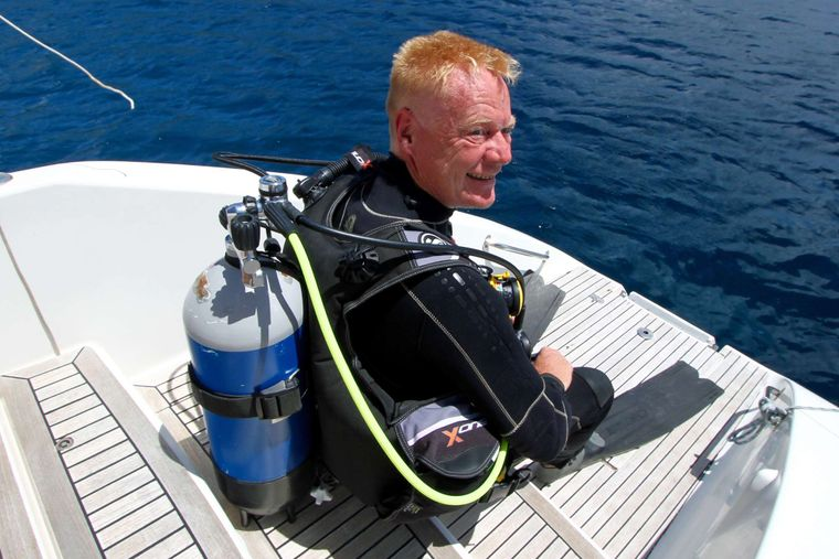 ISOLABLUE Yacht Charter - We promote diving activities!