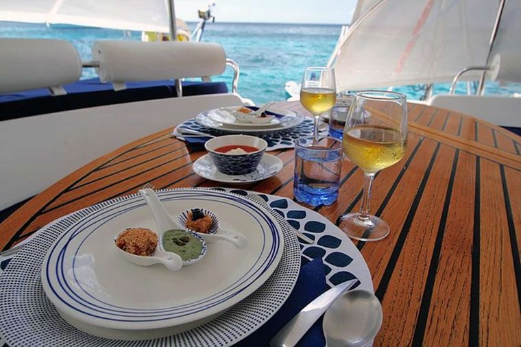 ISOLABLUE Yacht Charter - Welcome to Isolablue!