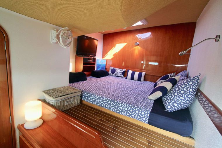 ISOLABLUE Yacht Charter - Alternate view of port fwd cabin
