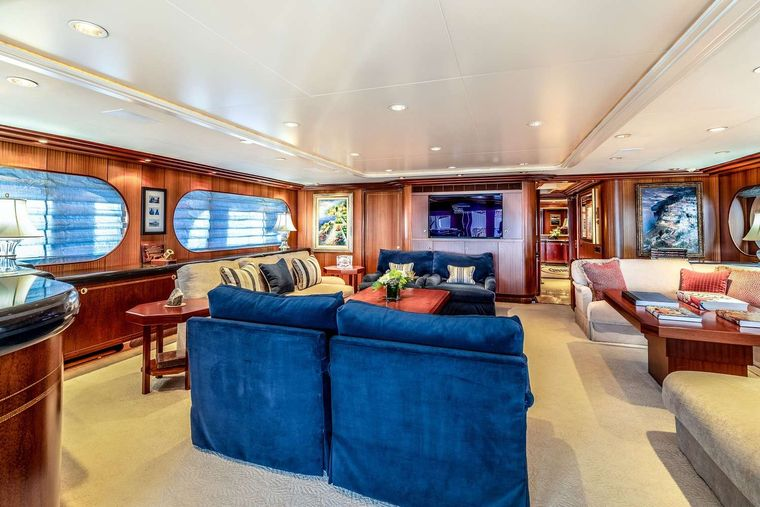 NEVER ENOUGH Yacht Charter - Salon
