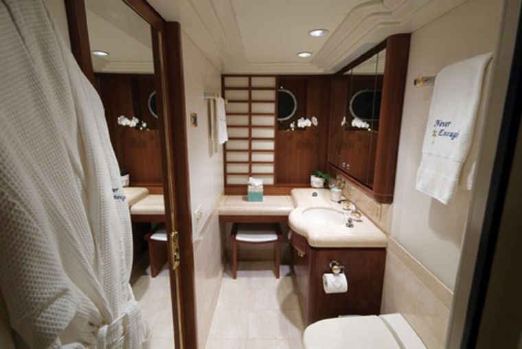 NEVER ENOUGH Yacht Charter - Guest bath