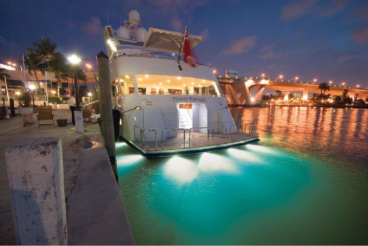 NEVER ENOUGH Yacht Charter - Underwater lights