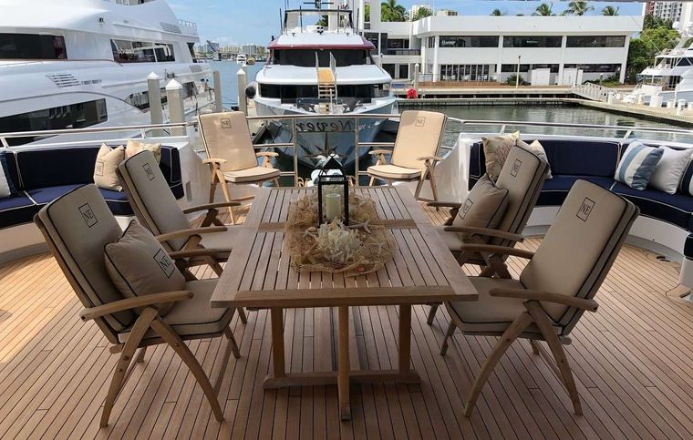 NEVER ENOUGH Yacht Charter - Mid deck dining