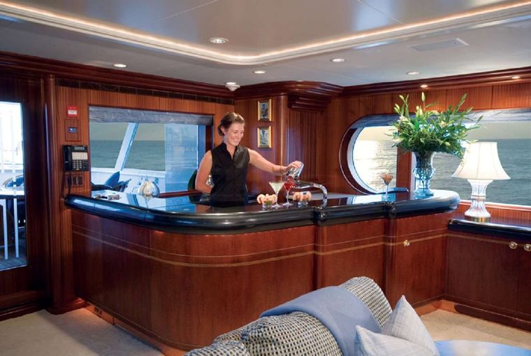 NEVER ENOUGH Yacht Charter - Salon bar