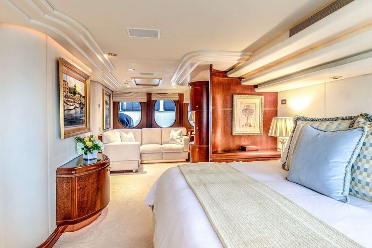 NEVER ENOUGH Yacht Charter - Master sitting area