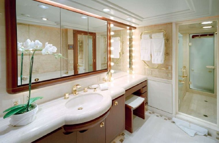 NEVER ENOUGH Yacht Charter - Master bath