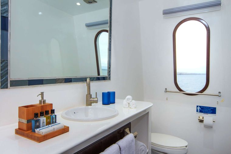 Natural Paradise Yacht Charter - Bathroom