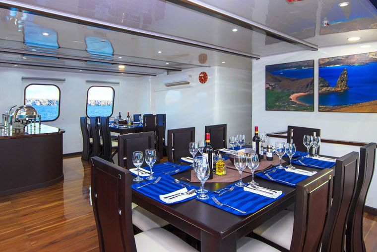 Natural Paradise Yacht Charter - Dining Room