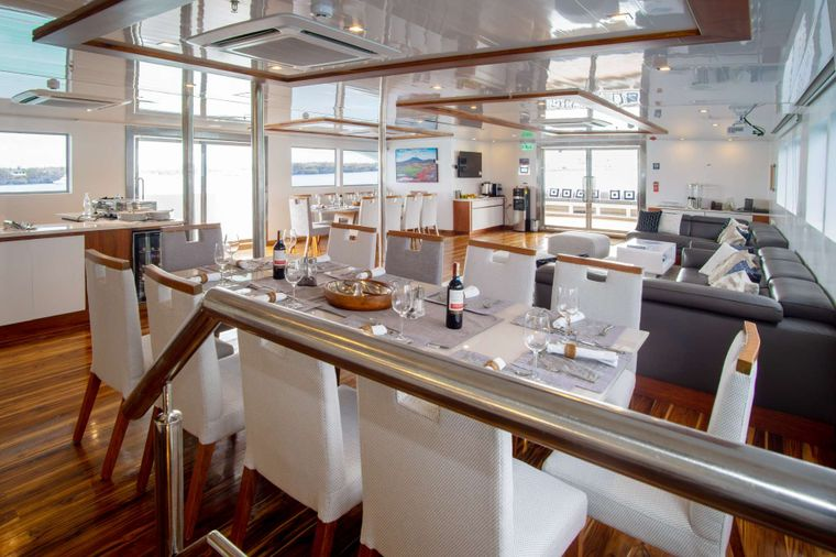 Infinity Yacht Charter - Dinning room