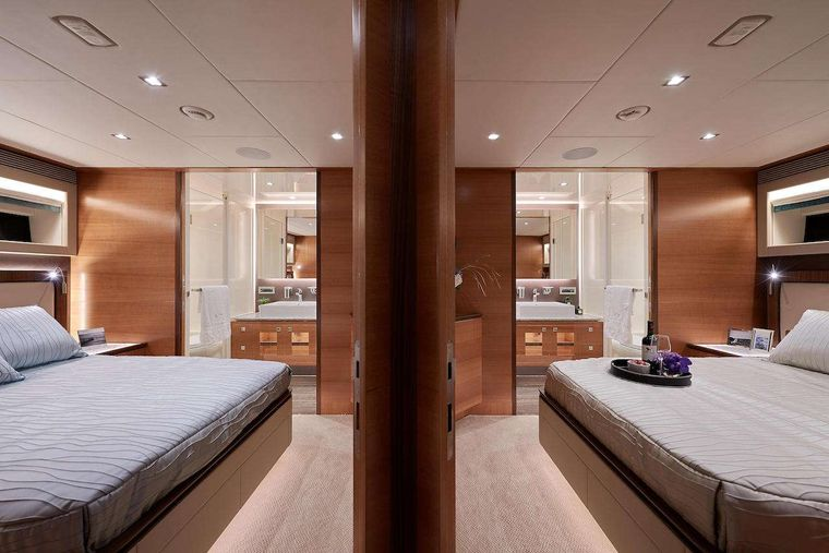 MIDNIGHT MOON Yacht Charter - Mirror-image guest suites amidships