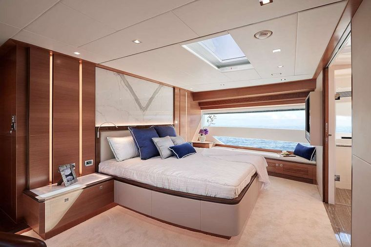 MIDNIGHT MOON Yacht Charter - Master guest suite