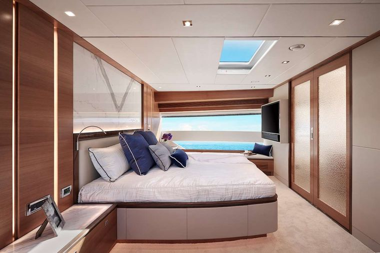 MIDNIGHT MOON Yacht Charter - Side view of master suite