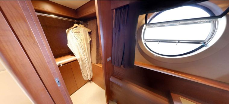 QUESTA e VITA Yacht Charter - Master cabin has 2 large circular windows