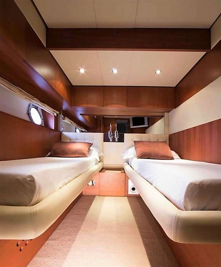 QUESTA e VITA Yacht Charter - One of the almost identical 2 Twin cabins, both convertible to ultra King