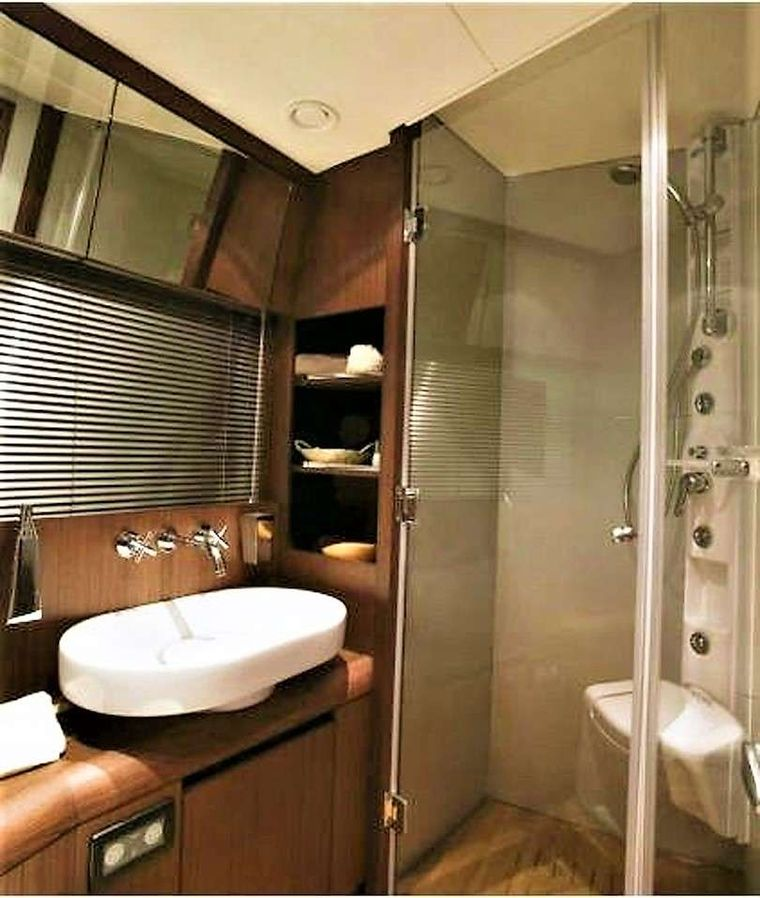 QUESTA e VITA Yacht Charter - Twin cabin's en suite bathroom, with Hydro-Jet shower and 2 doors, used also as Day Head