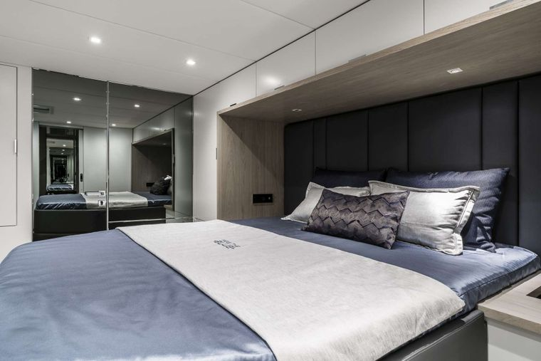 FEEL THE BLUE Yacht Charter - Guest cabin