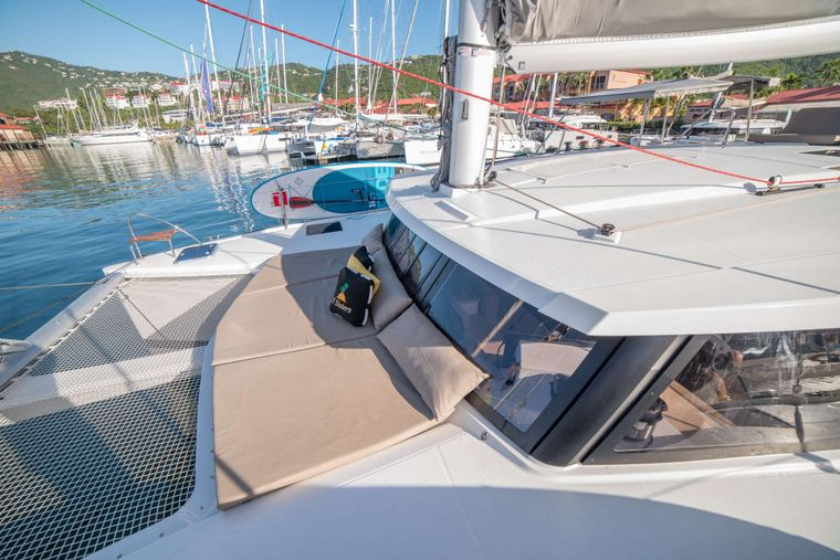 3 SISTERS Yacht Charter - Forward Deck