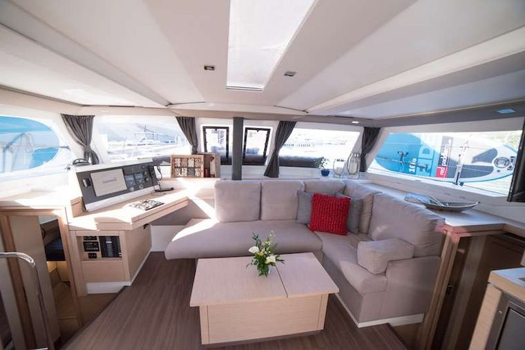 3 SISTERS Yacht Charter - Saloon with excellent visibility