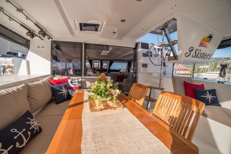 3 SISTERS Yacht Charter - Spacious cockpit dining area