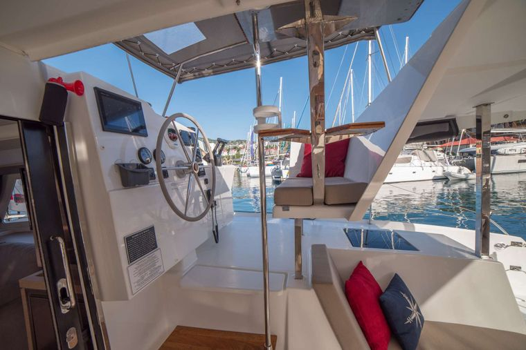 3 SISTERS Yacht Charter - Helm