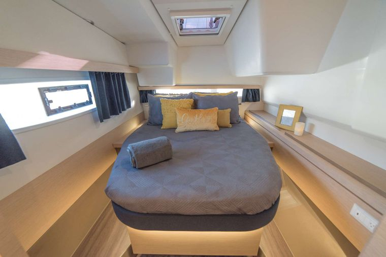 3 SISTERS Yacht Charter - Master Cabin