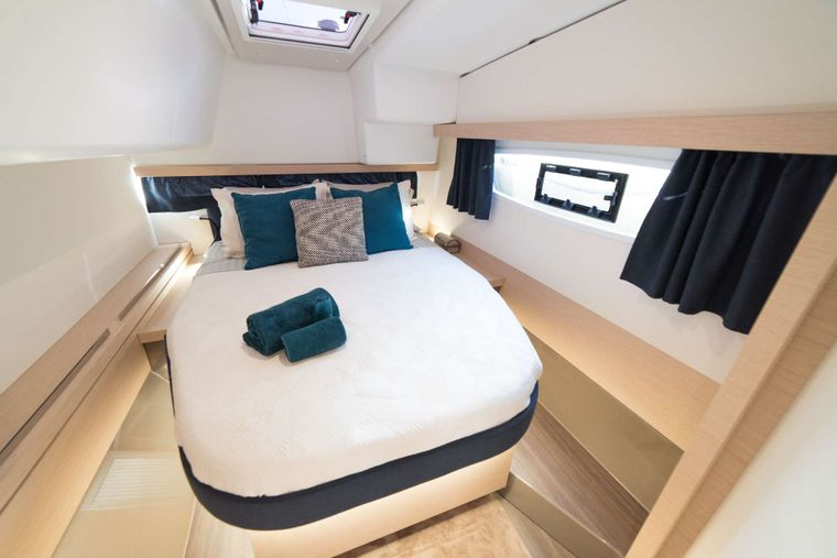 3 SISTERS Yacht Charter - Guest Cabin
