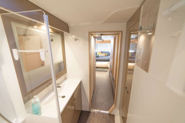 3 SISTERS Yacht Charter - Owners Ensuite Bathroom
