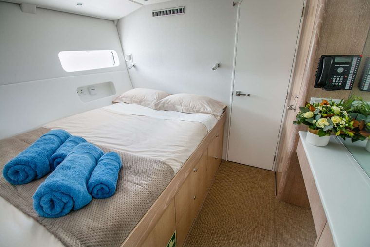 GREY WOLF Yacht Charter - Guest queen cabins have fine linens