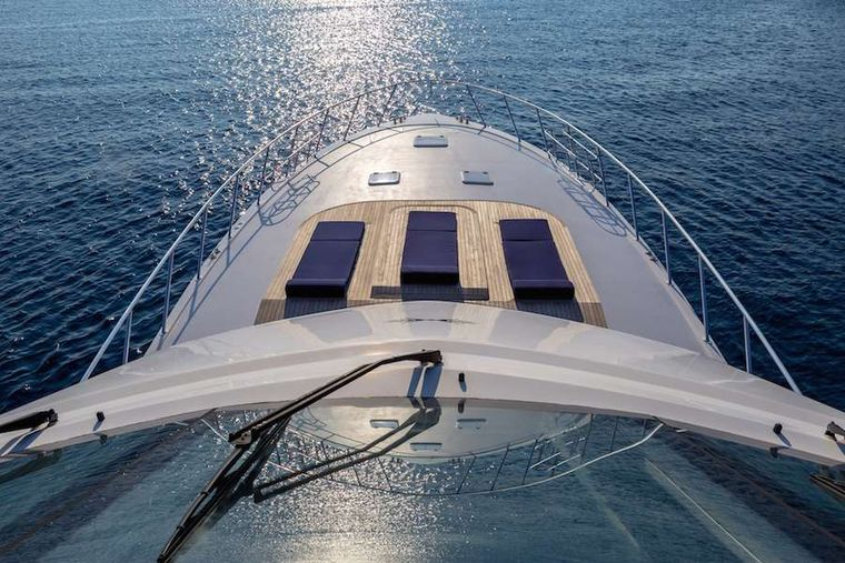 ASTRAPE Yacht Charter - Bow view
