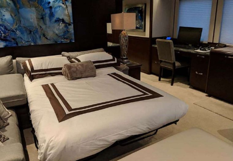 VIVIERAE II Yacht Charter - Sky Lounge set up as 5th stateroom