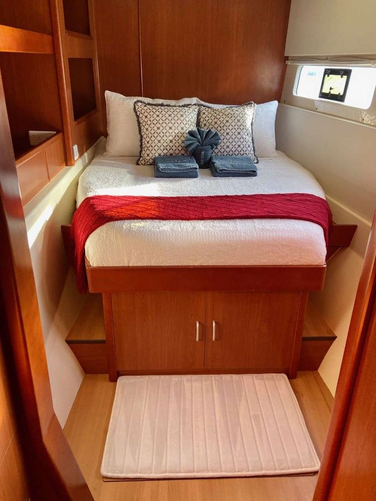 SEA ESTA Yacht Charter - Lower level guest stateroom with opening hatch and port light for ocean breezes.