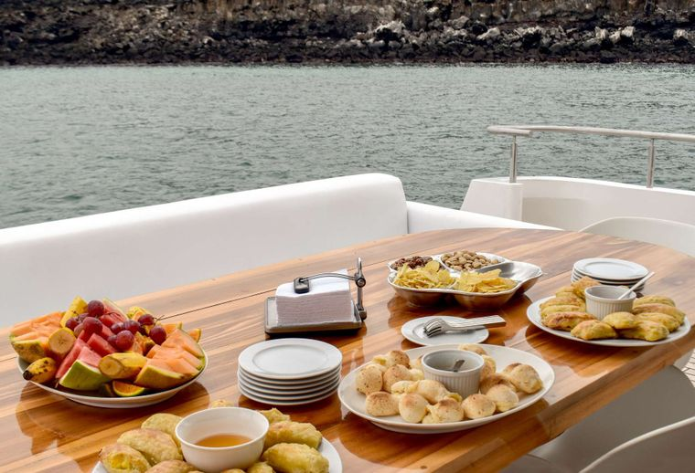 Grand Majestic Yacht Charter - Snacks Al Fresco