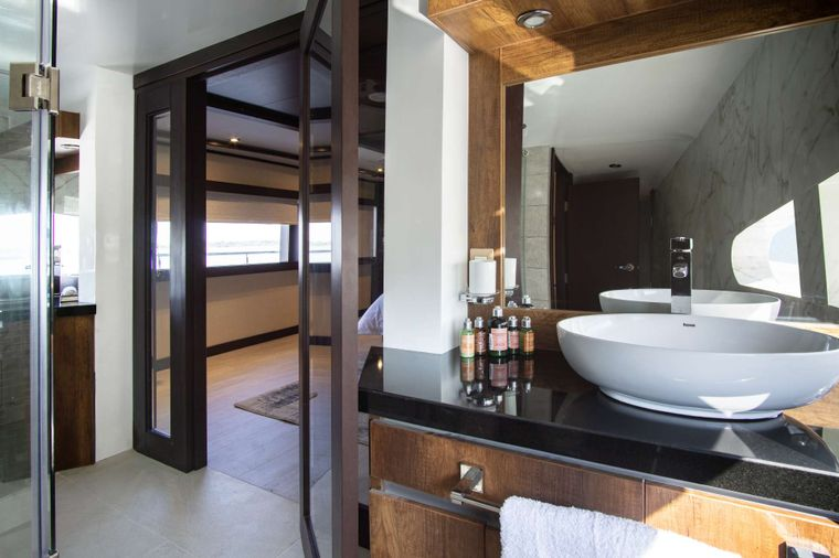 Grand Majestic Yacht Charter - Bathroom Suite