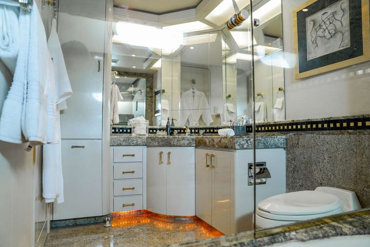 INVISION Yacht Charter - Guest Bath