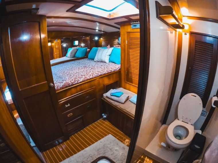 KAI Yacht Charter - Ensuite head and shower