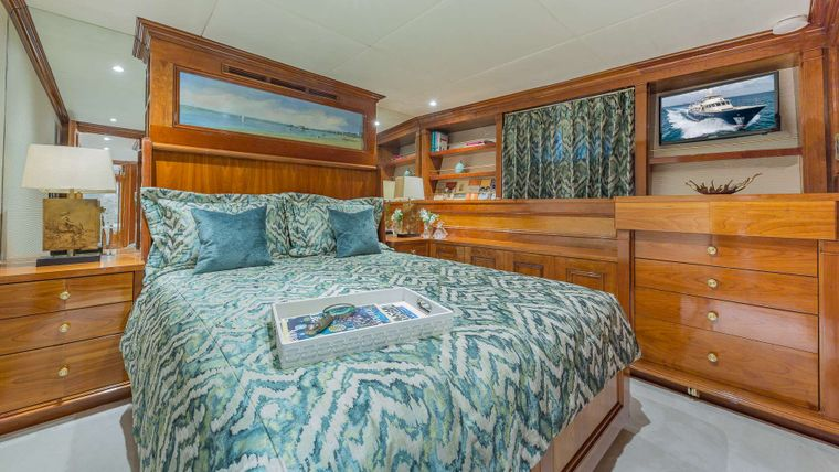 ARIADNE Yacht Charter - Guest Queen Stateroom