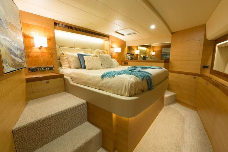 MYSTIC SOUL Yacht Charter - Master Queen Stateroom