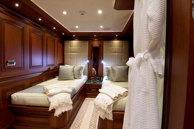 CLARITY Yacht Charter - Starboard Guest Stateroom