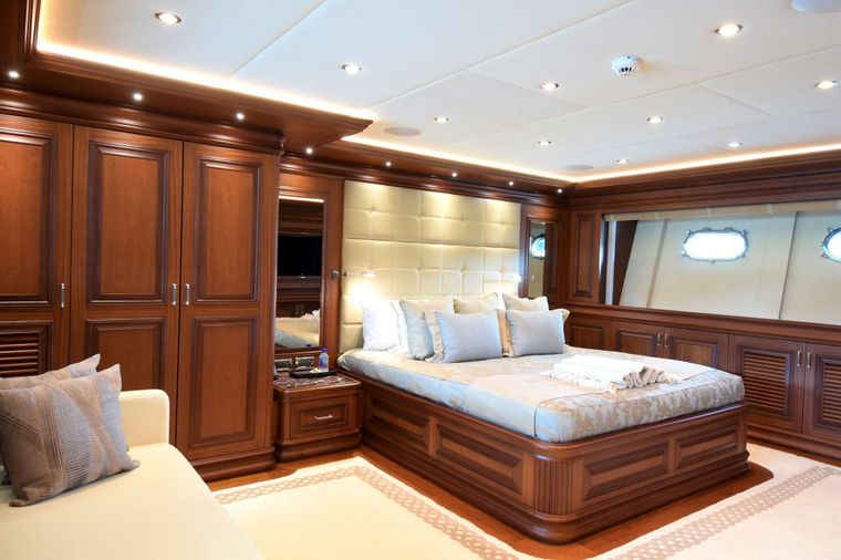 CLARITY Yacht Charter - VIP Stateroom, below forward