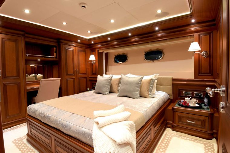 CLARITY Yacht Charter - Port Guest Stateroom