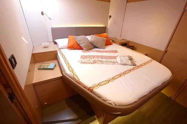 ENCHANTE Yacht Charter - Front Bedroom