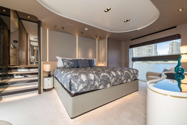 MAJESTIC MOMENTS Yacht Charter - Master Stateroom